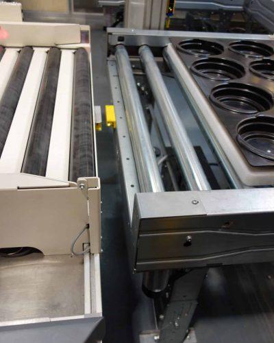 Lateral transfer motorised conveyors